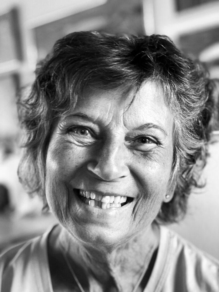 Anni Kristine konstnär, porträttfotografi i svartvitt.
